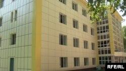 Бинои яке аз гимназияҳо дар шаҳри Душанбе.
