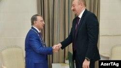 Prezident İlham Əliyev Ramiz Mehdiyevi qəbul edib və ona 'Heydər Əliyev' ordeni təqdim edib.