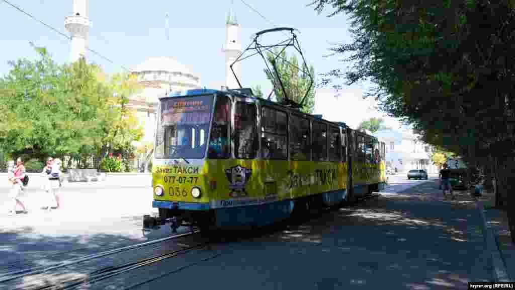 Трамвай справедливо считается одной из достопримечательностей города. Евпатория – единственный город в Крыму, где можно прокатиться на трамвае