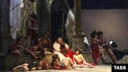 """Scenă din opera """"Tannhauser"""" în montarea regizorului Timofei Kuliabin la Teatrul Academic de Stat de Operă și Balet din Novosibirsk"""