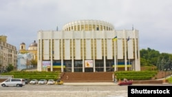 Раніше Володимир Зеленський заявляв про плани перенести офіс голови держави з Банкової в Український дім на Європейській площі