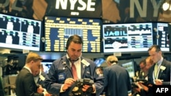 Трейдеры на Нью-Йоркской бирже. Иллюстративное фото.