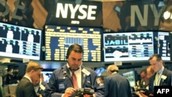 Трейдеры в Нью-Йоркской фондовой бирже.