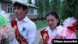 Кыргызстандагы мектеп бүтүрүүчүлөрү