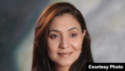 Пәкістандық әйел Шазма Халим Пешеварда танымал теледидар және радио актрисасы.