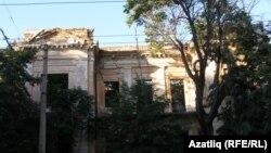 Кырымтатар мәдәният үзәге өчен бирелгән урындагы бинаның сакланып калган дивары