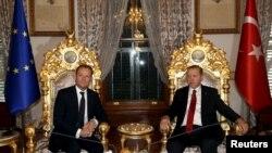 Дональд Туск с президентом Турции Реджепом Эрдоганом на встрече в Стамбуле 4 марта