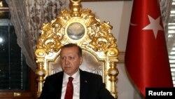 Avropa Erdoğanı avtoritar davranışlarına görə tənqid edir