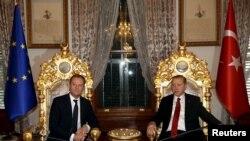 Ýewropa geňeşiniň başlygy Donald Tusk Türkiýäniň prezidenti Rejep Taýyp Erdogan bilen duşuşýar.