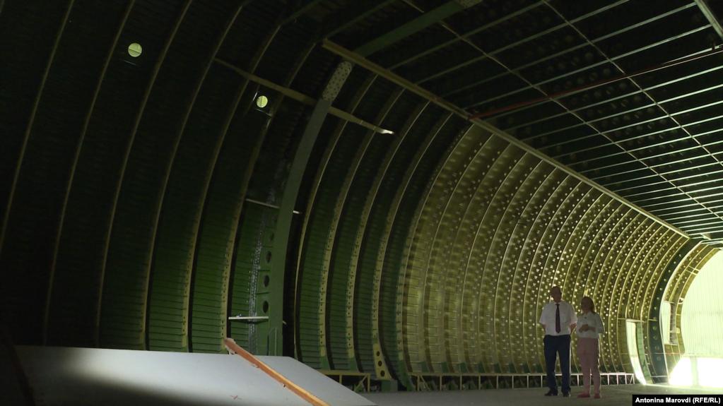 Здесь хорошо видно уникальные монолитные элементы, благодаря которым этот самолет может поднимать в небо и выдерживать сотни тонн нагрузки
