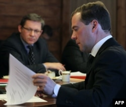 Владимир Рыжков (слева) во время встречи с Дмитрием Медведевым