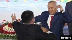 Президент Ислом Каримов Ўзбекистон Мустақиллик байнами маросимида рақсга тушмоқда
