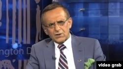 هوشنگ امیراحمدی، استاد ایرانی-آمریکایی که از جمله اهداف این رصد اطلاعاتی بوده است