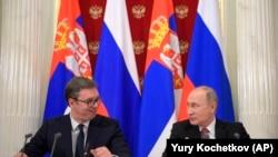 Vladimir Putin (sağda) və Aleksandar Vucic Moskvada, 19 dekabr, 2017-ci il