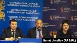 Гайса Капаков (в центре), председатель Западно-Казахстанской областной Ассамблеи народа Казахстана (АНК). Уральск, 29 апреля 2016 года.