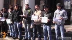 Գյումրիում գիրք նվիրելու օրը վերադարձնում են ՀՀԿ-ի նախընտրական բուկլետները
