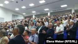 Қарағанды мемлекеттік индустриалдық университетінде жиналған жұрт. Теміртау, 4 шілде 2016 жыл.