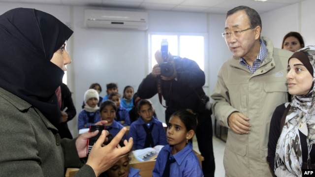 UN Secretary-General Ban Ki-Moon (right) listens to a teacher during a visit to a UN-run school in the Zaatari Refugee Camp for Syrian refugees earlier this month.