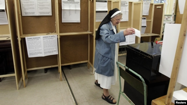 A nun casts her vote on the fiscal treaty referendum in a polling station in Dublin on May 31.