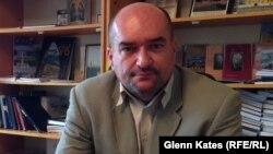 Laszlo Brenzovics, who leads Ukraine's Hungarian community, tells RFE/RL too many local decisions are made by Kyiv.