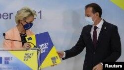 Председателката на Европейската комисия Урсула фон дер Лайен и премиера на Румъния Флорин Къцу