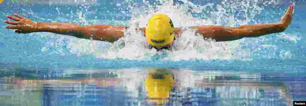 Sarah Sjostrom of Sweden swims to set a new world record in the women's 100-meter butterfly final at the Aquatics World Championships in Kazan, Russia. (Reuters/Stefan Wermuth)