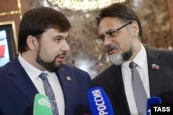 Представители донецких и луганских сепаратистов Денис Пушилин (слева) и Владислав Дейнего на переговорах в Минске, сентябрь 2015 года