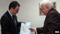 Средба на претставници на Сојузот на здруженијата на пензионери и министерот за труд и социјална политика Спиро Ристовски.