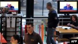 Prenos suđenja Karadžiću u jednom sarajevskom restoranu
