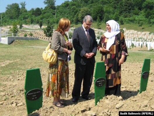 Raffi Gregorian u oproštajnoj posjeti Srebrenici, 22. jul 2010. Foto: Sadik Salimović