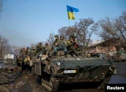 Несмотря на Минские соглашения, бои в районе Дебальцева продолжались и 13 - 14 февраля