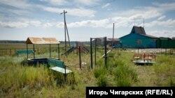 Детская площадка, построенная в рамках программы по сохранению малых и отдаленных сел