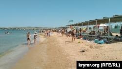 Пляж в Щелкино, Ленинский район Крыма