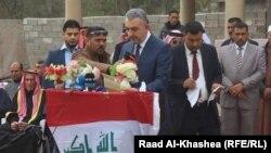 محافظ الانبار صهيب الراوي في مؤتمر صحفي