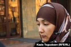 Шынара Бисенбаева, мать 10-летнего мальчика, погибшего в спецоперации в поселке Баганашыл Алматинской области. Алматы, 14 ноября 2013 года.