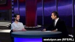 Ցույցերը համակարգող խմբի անդամ Նարեկ Այվազյանը «Ազատություն TV»-ի տաղավարում, 8-ը հուլիսի, 2015թ.