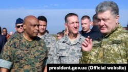 Петро Порошенко зустрівся з заступником командувача силами кібернетичного командування ЗС США Вінсентом Стюартом