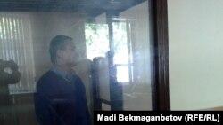 Житель Астаны Мурат Такаумов слушает приговор по своему делу. Астана, 2 июня 2016 года.
