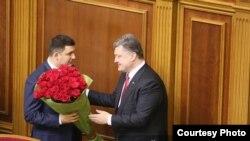 Петро Порошенко жана Жогорку Раданын жаңы шайланган спикери Владимир Гройсман.