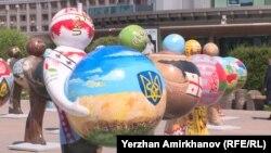 Астанадағы ЭКСПО көрмесіне қатысушы елдерді бейнелейтін фигуралар. 13 маусым 2017 жыл (Көрнекі сурет).