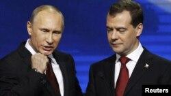 """Путин и Медведев на съезде партии """"Единая Россия"""""""