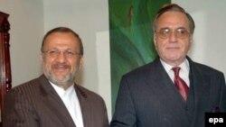 وزیر خارجه پاکستان(راست) به دعوت همتای ایرانی خود(چپ) به تهران می رود.