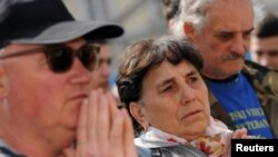 жители на Хрватска го гледаат преносот на судењето во Хашкиот трибунал