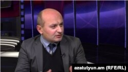 Քաղաքագետ Ստյոպա Սաֆարյանը հարցազրույց է տալիս «Ազատությանը», արխիվ