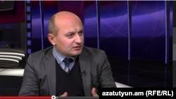 Политолог Степа Сафарян дает интервью Радио Азатутюн (архив)