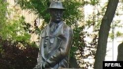 Памятник Имре Надю в Будапеште