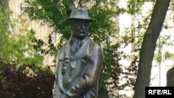Statuia lui Imre Nagy la Budapesta