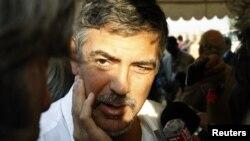 Джордж Клуні під час однієї зі своїх подорожей до Південного Судану