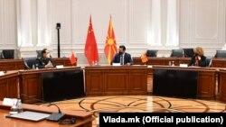 Кинескиот министер за одбрана, генерал Веи Фенгхе на средба со премиерот Зоран Заев и министерката Радмила Шекеринска