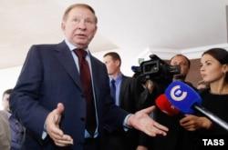 Леонид Кучма общается с журналистами в Минске